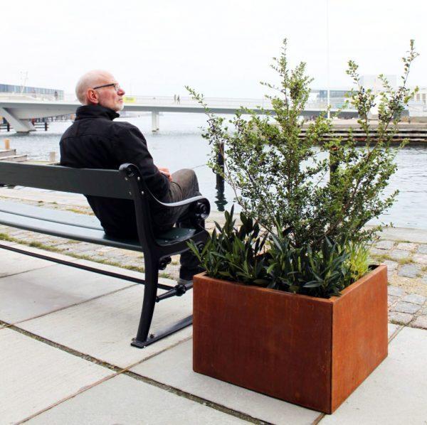 60 x 60 cm Pflanzkübel aus Land Hochbeet am Hafen