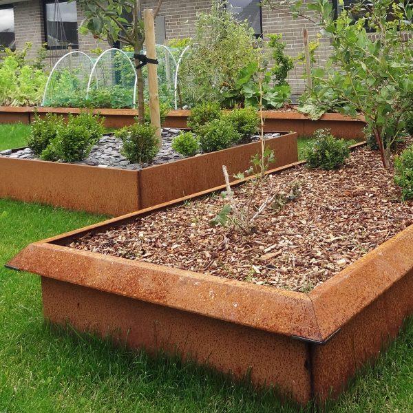 Schneckenfreier Garten mit Schneckenzaun auf Hochbeeten aus Roheisen mit Edelrost, Land Hochbeet